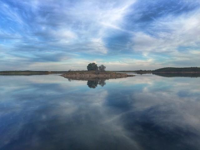 Reflejos en el Lago Alqueva (Alentejo, Portugal)