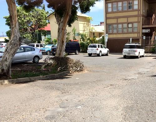 wailuku-parking-lot_2015