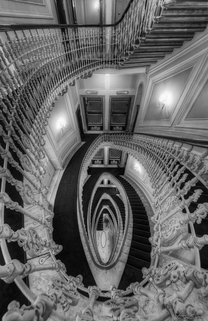 Genova, Spiral staircase 2014-06-23 180837 BW SEP