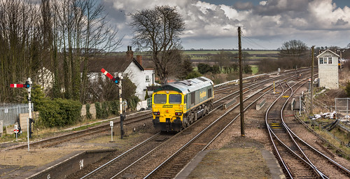 Freight liner Class 66/5 no 66509 passes through Barnetby on 24-03-2015 with a light engine move to Immingham