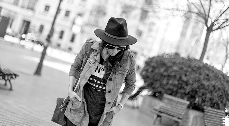 street style barbara crespo hakei military khaki and ethnic jacket doc martens fashion blogger ouyfit blog de moda