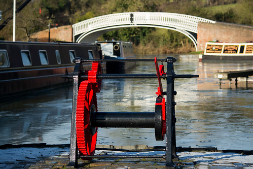20141231-42_Braunston Marina - Arched Bridge + Winding Gear