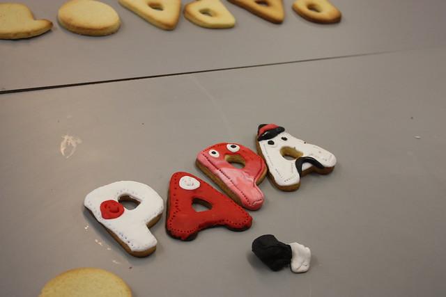 Detalle de cuatro galletas decoradas
