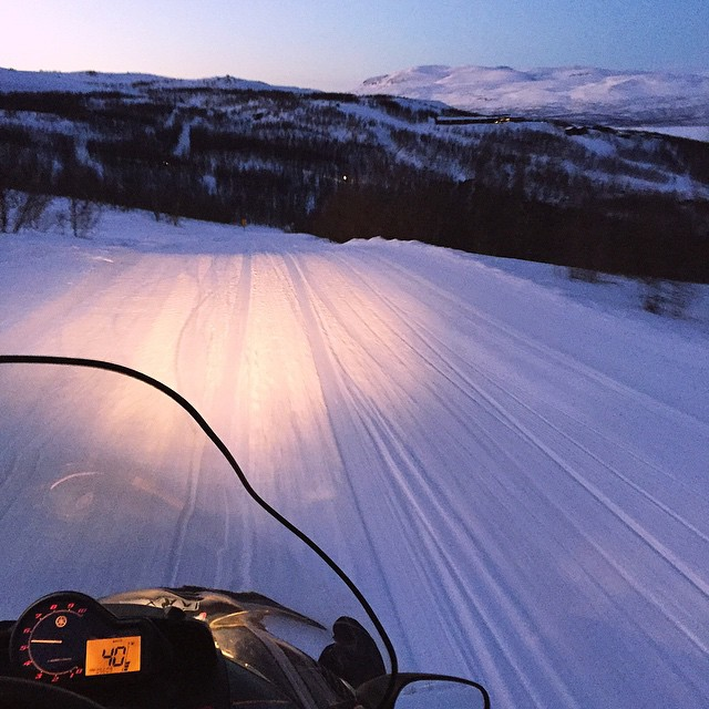 going downhill 40km/hour ❄️mäkeä alas...