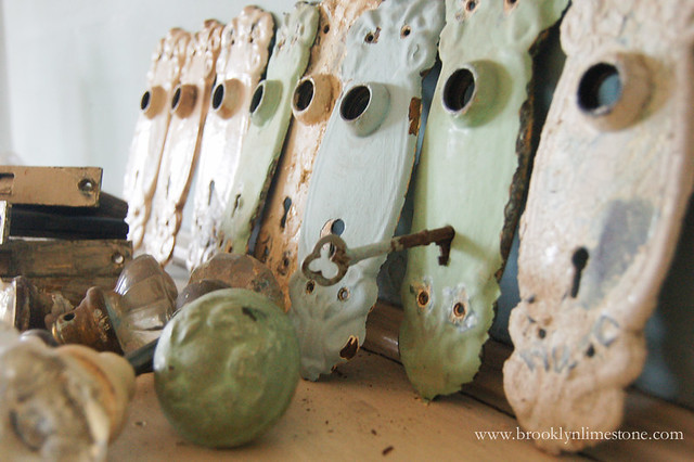 Boiling Paint off Hardware and Doorknobs | www.brooklynlimestone.com