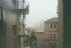 una pioggia leggera come un alito o un passo