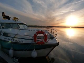 Barco-casa en el Lago Alqueva (Alentejo, Portugal)
