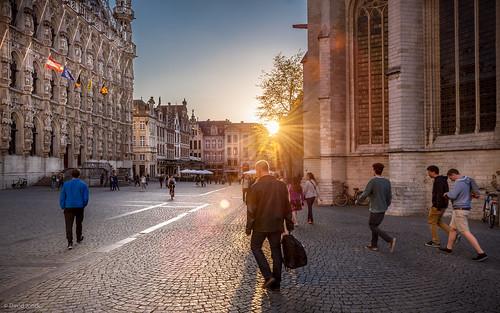 people leuven architecture zonsondergang nikon cityhall streetphotography d750 marketplace centrum stadhuis grotemarkt architectuur 2470mm belgiumsunset davidjonck
