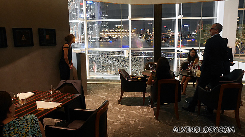 The dessert dining area where you can enjoy a magnificent view of Marina Bay