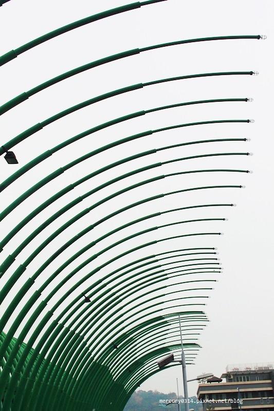 16879512821 e5c0616fb6 b - 台中大坑【大坑廍子區景觀橋】浪漫情人橋、清新橋(蝴蝶橋)、藍天白雲橋+【新都生態公園】白天景色拍攝,大坑觀光景點踏青郊遊