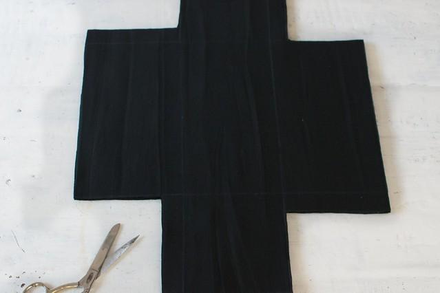 How to make a Camera Bag Insert www.apairandaspairdiy.com