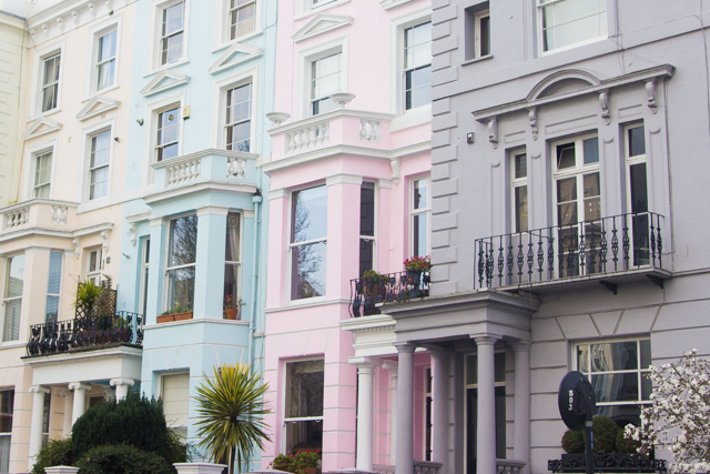pastel houses in notting hill