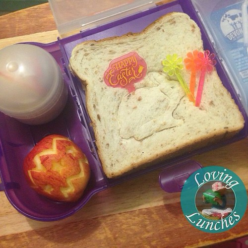 Loving a super quick-quickie lunch for tomorrow… our @smashenterprises #nudefoodmovers have a cookie cutter pressed sandwich with decorative food picks, @sinchies yogurt pouch below, apple #Easter egg carving and some of Miss Ms favourite pepperoni, chees