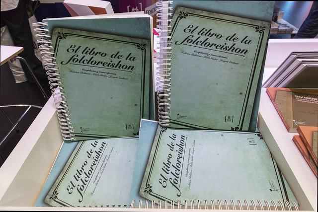 """El libro de la folcloreishon"""" se presentó en el stand de Cultura ..."""