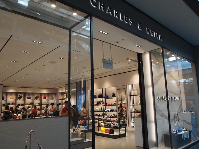 P4179026 The Shoppes at Marina Bay Sands(ザ・ショップス・アット・マリーナ・ベイ・サンズ) CHARLES & KEITH(チャールズアンドキース)