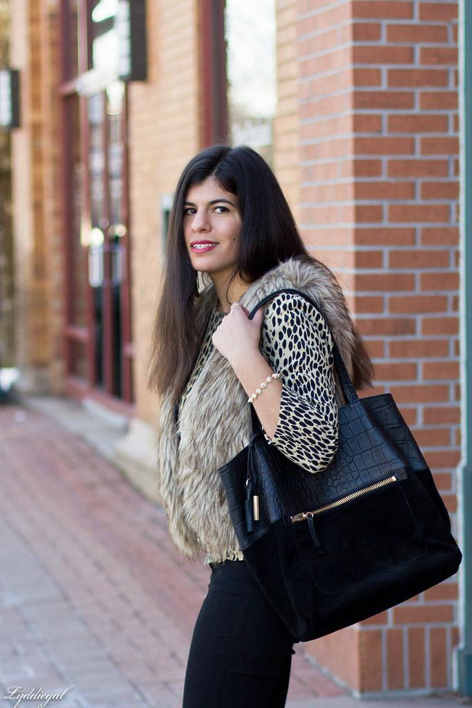 leopard tunic, fur vest, black jeans-2.jpg