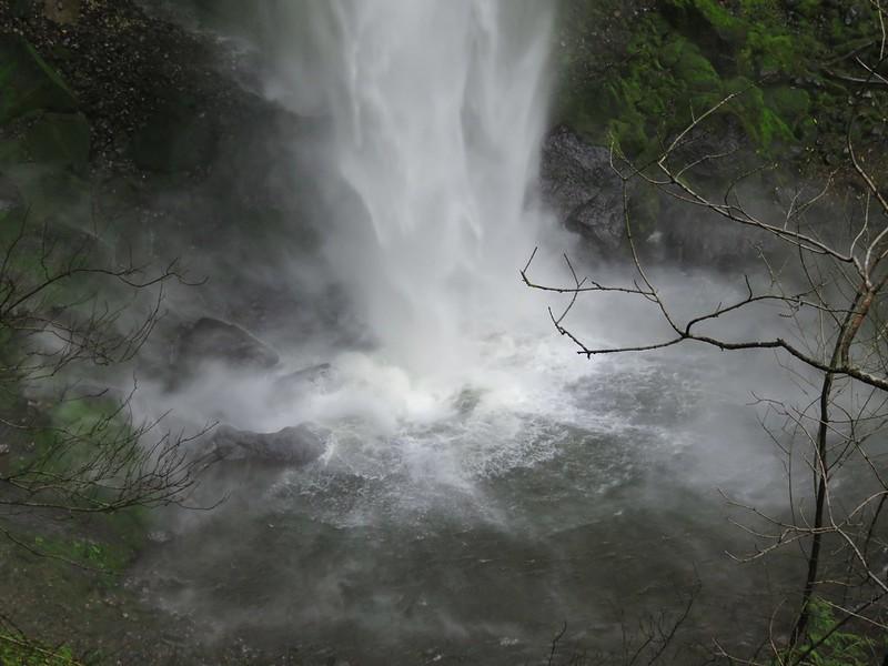 Elowah Falls splash pool