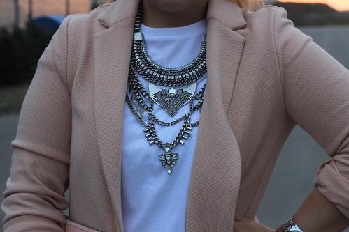 outfit-rosa-weiß-look-modeblog-fashionblog-kette-statementkette-spring-bershka