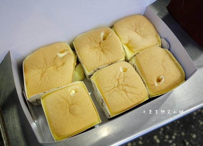 13 板橋小潘蛋糕坊 鳳梨酥 鳳黃酥 蛋糕
