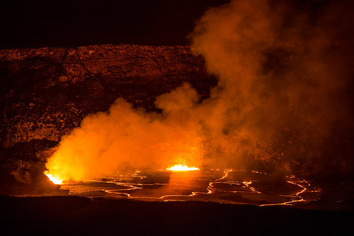 hot volcano hawaii lava nationalpark crater flowing volcanoes kilauea halemaumau hvnp