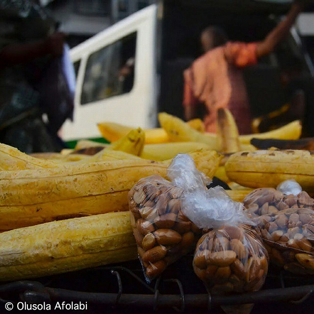 All you need is love. But a little Boli and epa (plantain & Groundnut) now and then doesn't hurt.  The food and the city  Lagos street photo documentart  #lagosphotofestival #lagosian #nigeria #photojournalism #photography #streetphotography #green #beaut