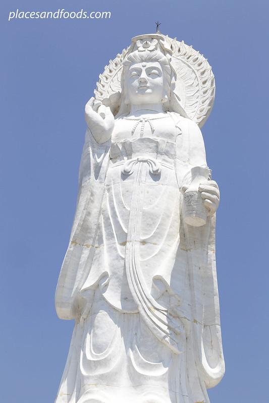 Phra Phothisat Kuan Im Nakhon large guan yin statue hatyai
