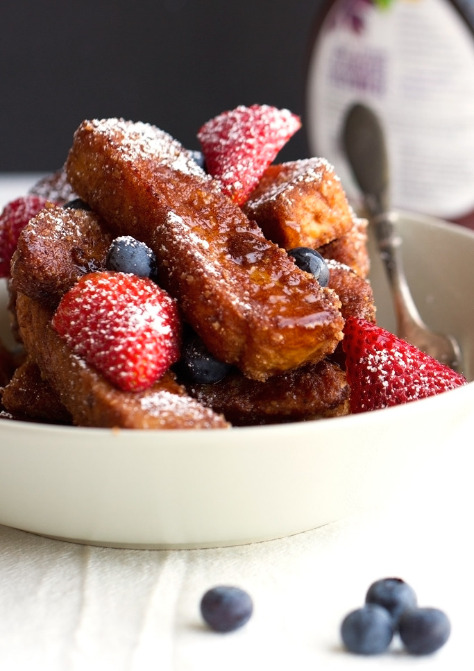 Cinnamon Crunch French Toast Sticks - traditional french toast sticks that have been coated in crunchy cereal. These are so so good! #frenchtoast #frenchtoaststicks #cereal   Littlespicejar.com