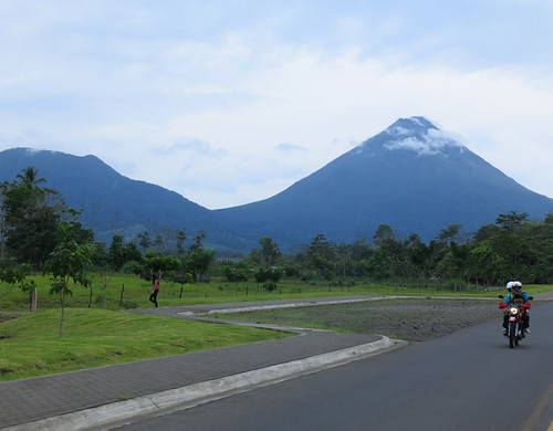 road sky people green nature clouds canon volcano costarica vert route ciel moto nuages rue arenal lafortuna volcan g15