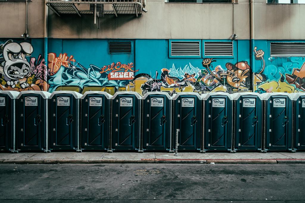Shitter Street Art