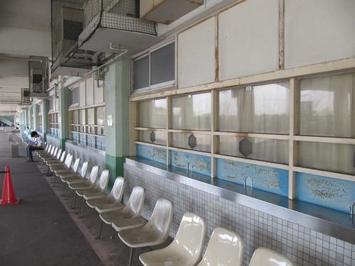 姫路競馬場のベンチ