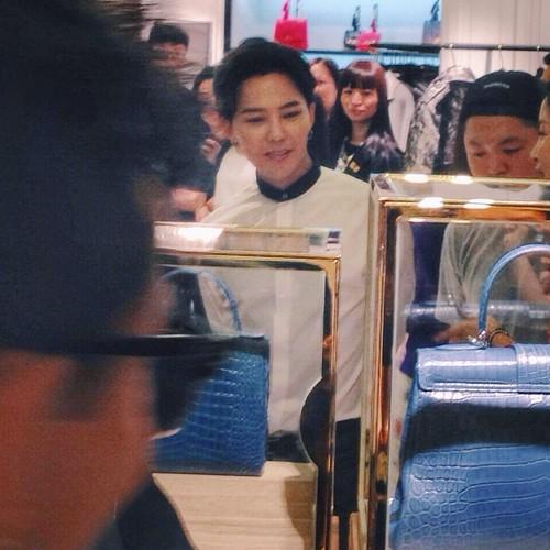 G-Dragon_HarveyNichols-COLOMBO_VIA_DELLA_SPIGA-HongKong-20140806 (42)