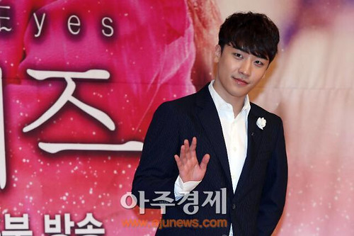 1398236410259_seungri_angel_eyes_press_conference_140403_2_008.jpg
