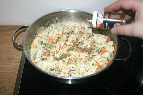 20 - Mit Salz, Pfeffer & Koriander abschmecken / Taste with salt, pepper & coriander