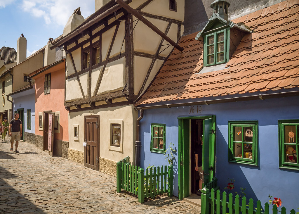 Delightful 16th century artisan's cottages in Golden Lane, Prague Castle
