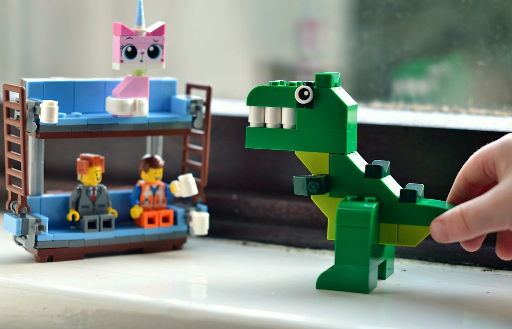 Diddle Diddle Dumpling | Everything is Awesome | Review of Lego from George at Asda | www.amylorimer.com