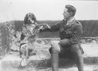 Lieutenant-Colonel John McCrae and his dog Bonneau /    Le lieutenant colonel John McCrae et son chien Bonneau