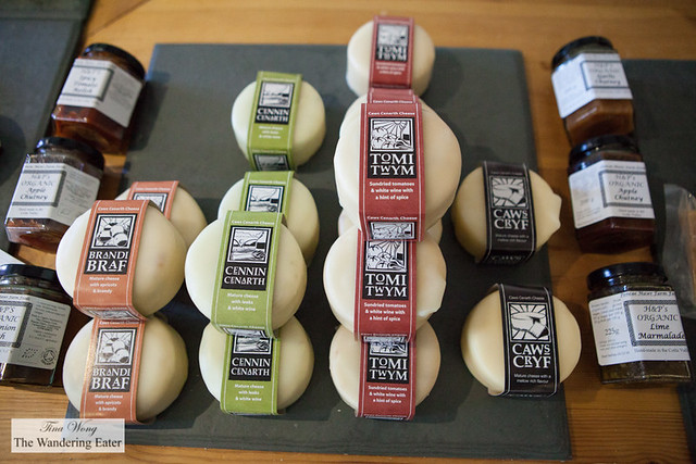 Flavored Welsh cheeses