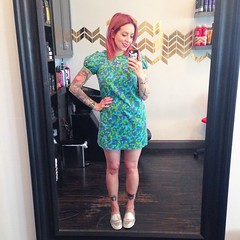 Feeling extra summery today. Vintage dress from @prettypennyclothing in Oakland. 💚💙