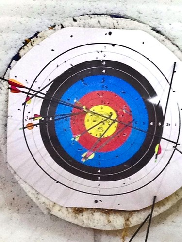 G2's Robin Hood attempt... Check out the four arrows in the same spot!