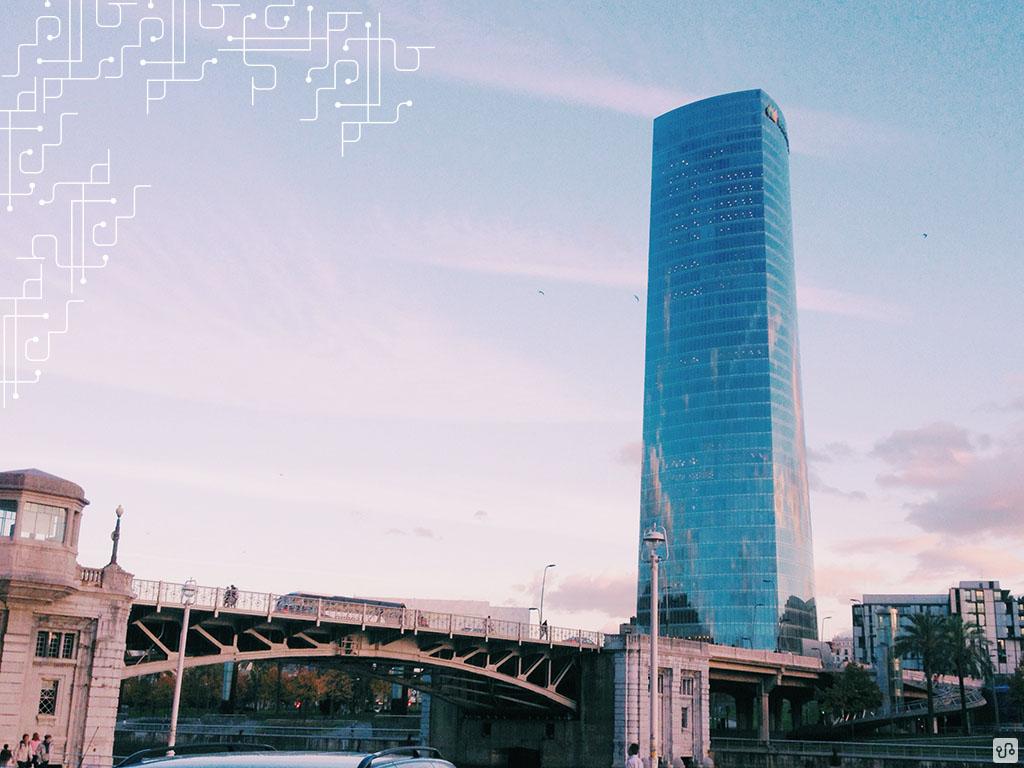 Torre Iberdrola e ponte levadiça de Deusto