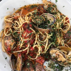 fish(0.0), vegetarian food(0.0), linguine(0.0), invertebrate(0.0), produce(0.0), scampi(0.0), spaghetti alle vongole(1.0), italian food(1.0), spaghetti(1.0), seafood(1.0), clam sauce(1.0), food(1.0), dish(1.0), cuisine(1.0), asian food(1.0), mussel(1.0),