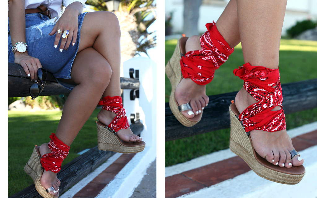 05_ripped_denim_skirt_bandana_shoes_aloha_august_theguestgirl