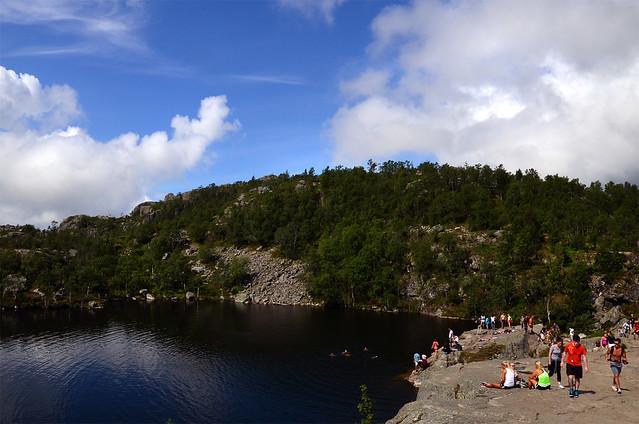 Lados de Tjødnane donde poder bañarse camino al Púlpito