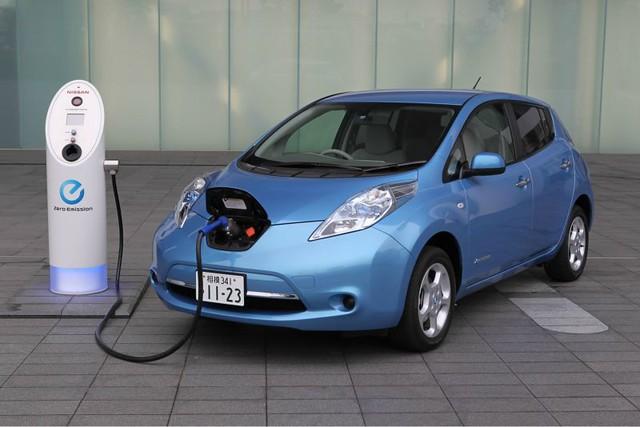 1_Nissan_Leaf.jpg
