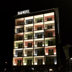 Daniel #Hotel #Graz # Österreich #Austin #Retro #Boutique #nacht #night #rot #red #grün #green #blau #blue #gelb #yellow