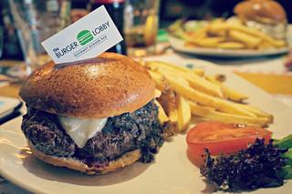 http://hojeconhecemos.blogspot.com.es/2015/05/the-burger-lobby-majadahonda-espanha.html
