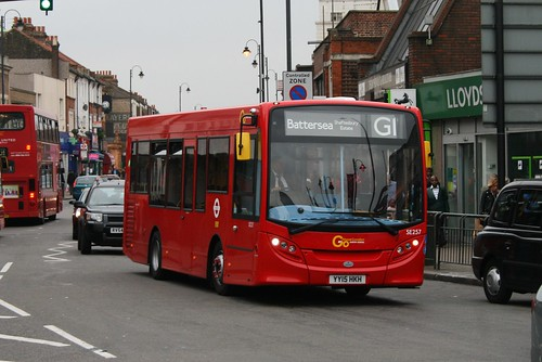 London General SE257 on Route G1, Tooting Broadway