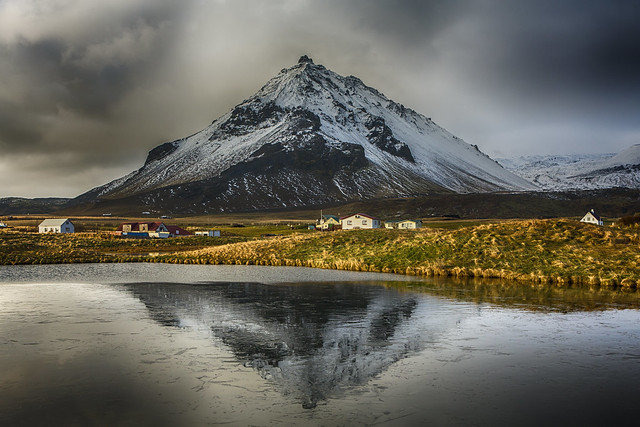 Icy reflection of Stapafell