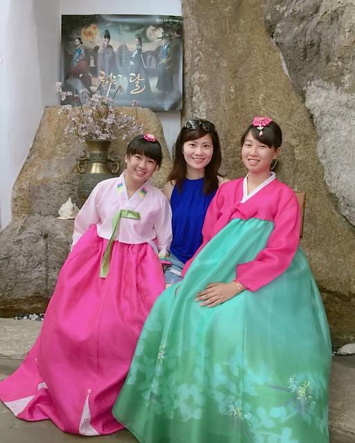 帶小孩或少女到韓國一定要體驗韓服 很值得喔。。。 2016.07.23 北村韓屋村