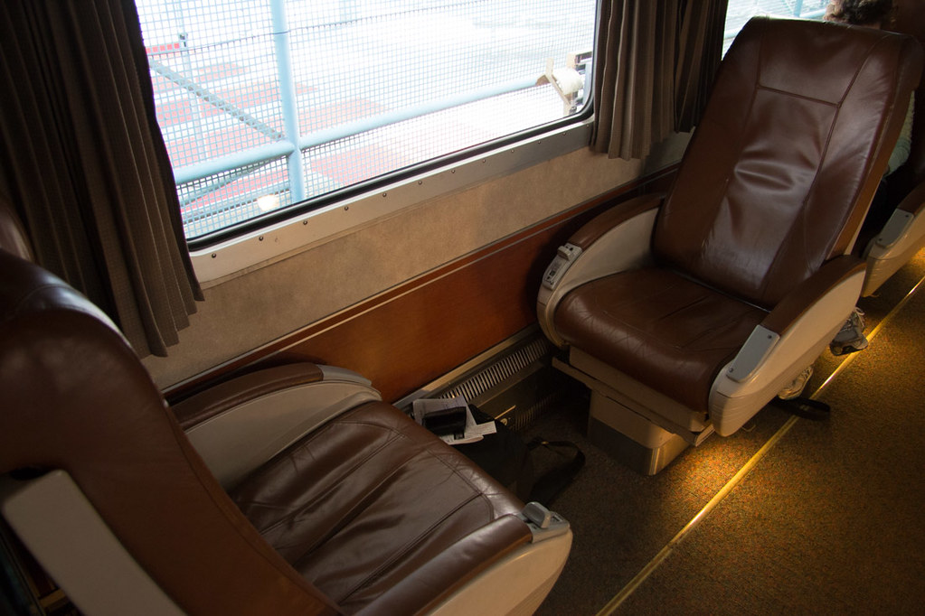 Seats facing each other on Amtrak Cascades Line | Business Class